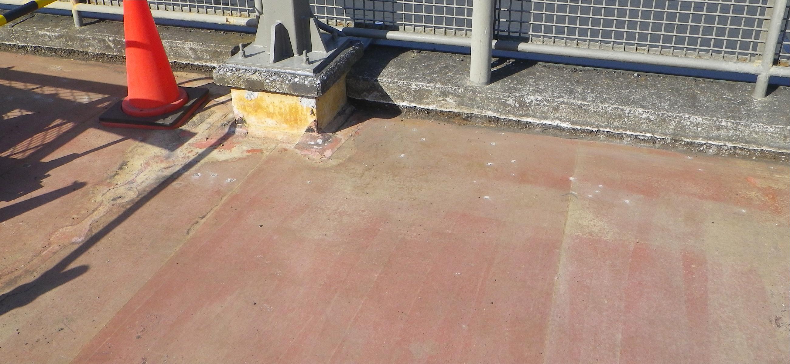 大型商業施設駐車場<br>防水撤去新設工事